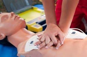 défibrillateur massage cardiaque