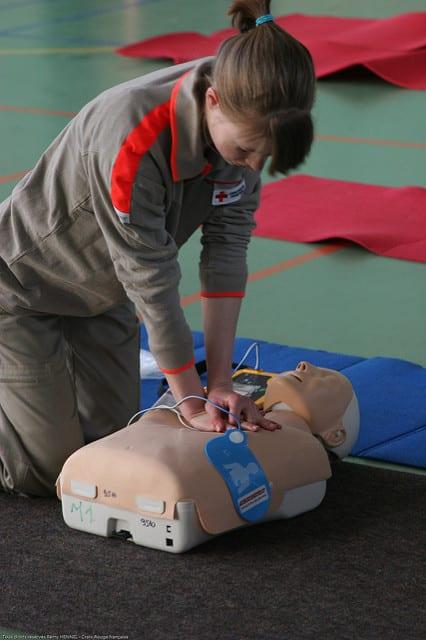 Gestes massage cardiaque